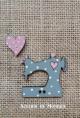 """Botón """"Máquina de coser""""(gris y rosa)"""